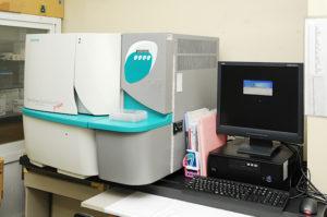 全自動細菌同定感受性検査装置の写真